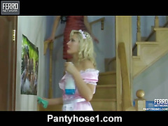 Megan&Flossie lesbo hose action
