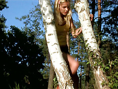Good looking blonde is fingering her cunt on the nature